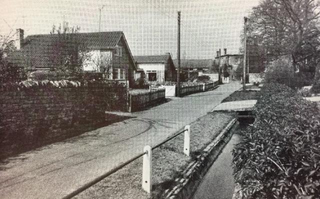 NetherHeyford_VintagePostcards_ManorWalk2