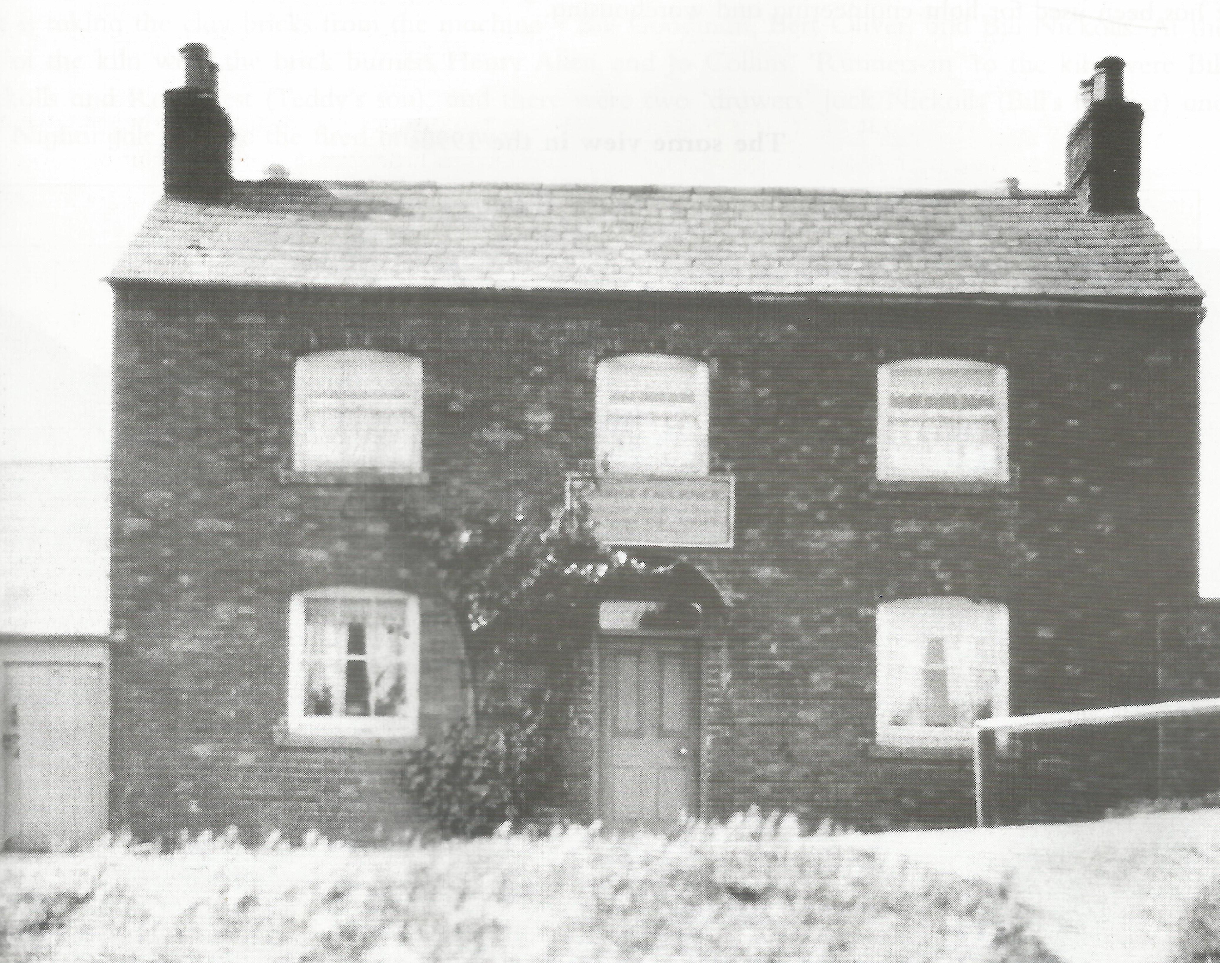 NetherHeyford_BricklayersArmsPub_1930.jpg